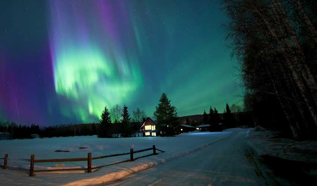 World's-Amazing-Must-See-Places-To-Visit-Once-In-Lifetime-aurora-lights